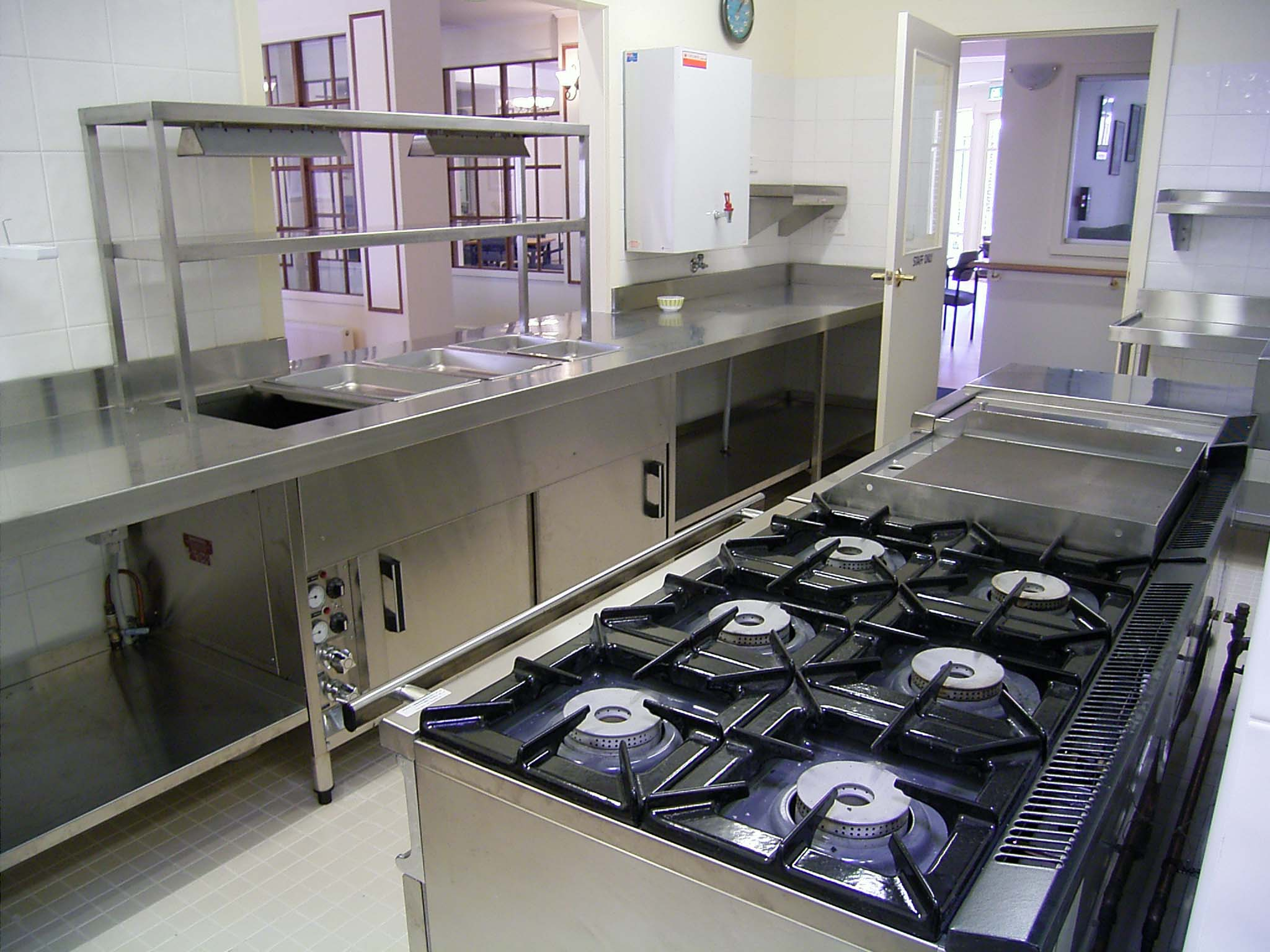 Home commercial kitchen designs the for Small commercial kitchen design ideas
